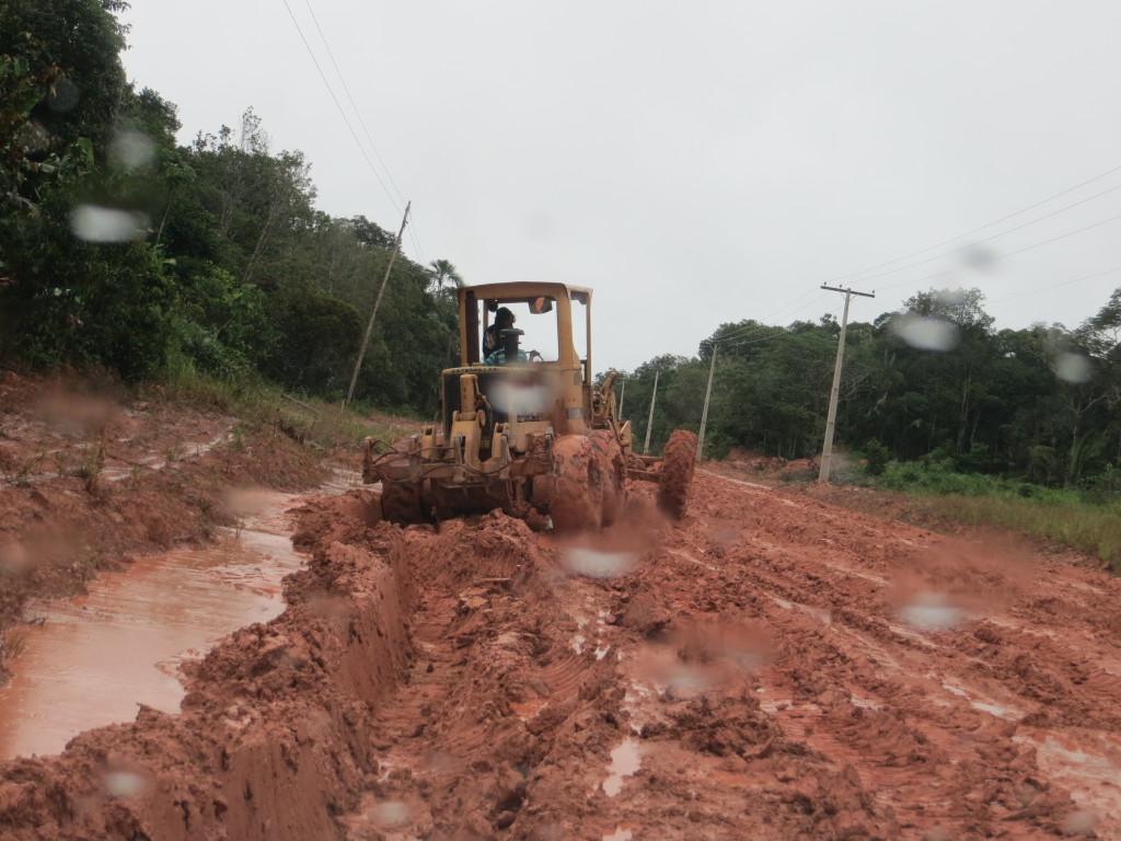 Bild 7 Vägskrapa på lerig väg